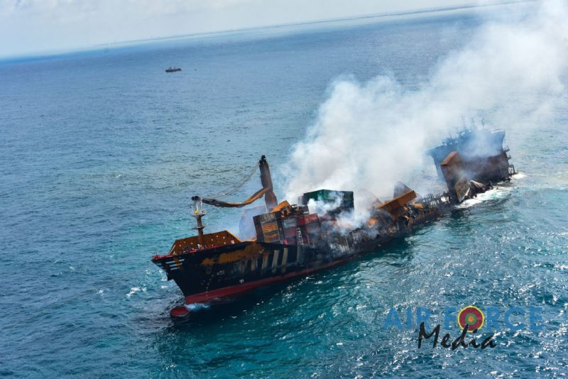 X-Press Pearl Partially Sinks Off Colombo – PHOTOS